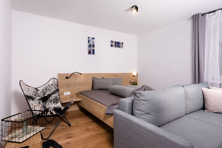 ♔ NEW apartment | central | netflix | car park ♔