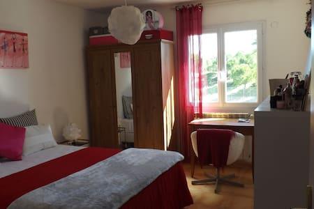 Chambre Grand Lit au calme dans Villa spacieuse - Montpellier