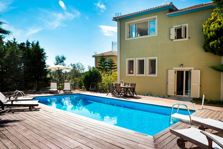 Splendid Family Villa Chrysoula - Skala