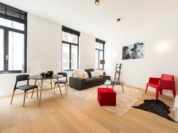 Beautiful 1 bedroom full renovated and furnished