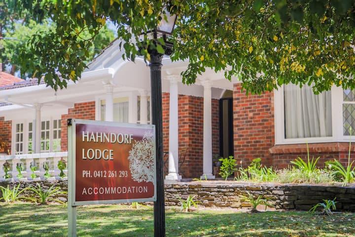 Hahndorf Lodge Main Street Best location Free WIFI