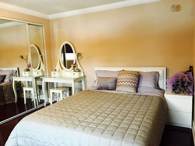 Romantic Bedroom of a House in Markham of GTA