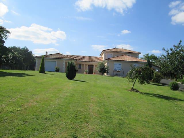 Les CEDRES - La Roche-Posay - House