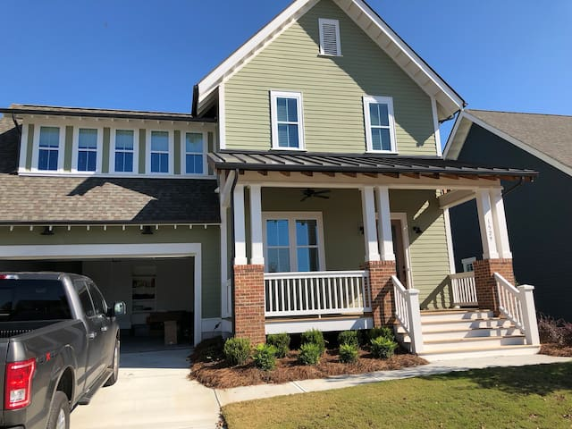 Craftsman Style Home that would make HGTV jealous!