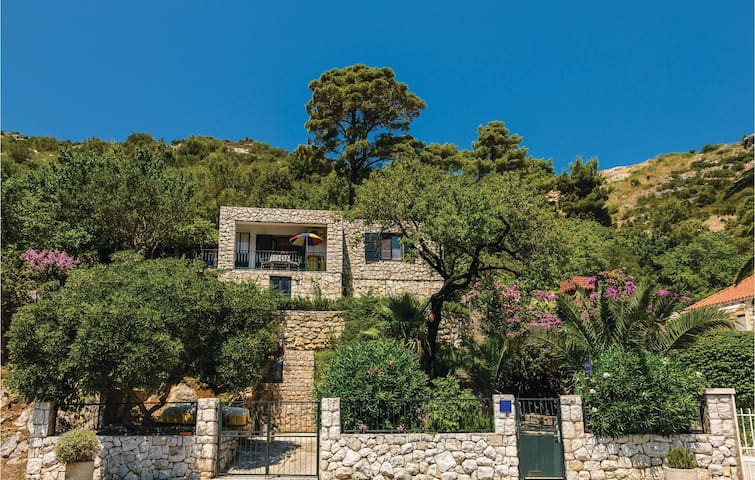 Holiday cottage with 1 bedroom on 52 m² in Mokosica