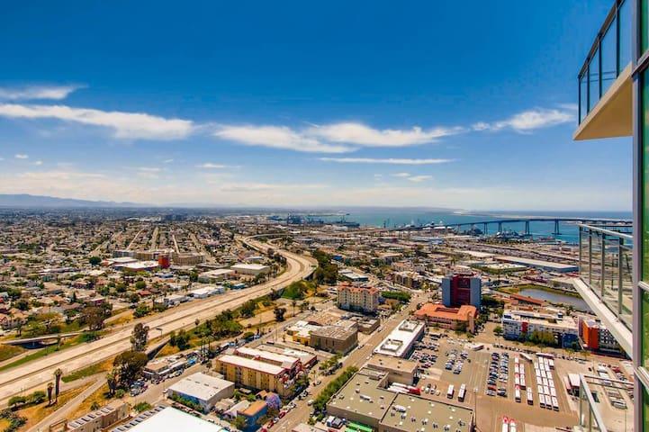 Luxurious Condo, High Rise, Downtown San Diego