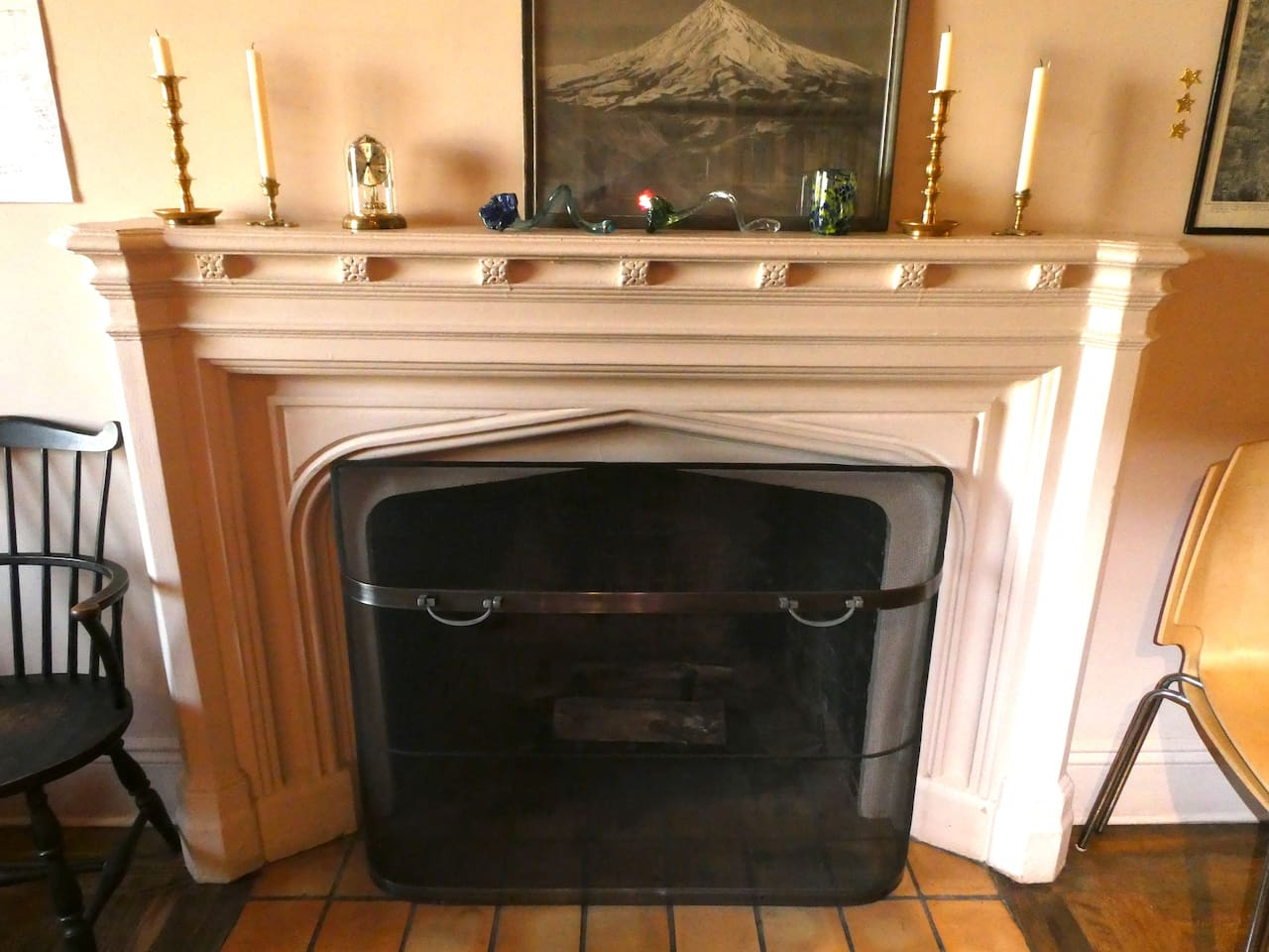 working fireplace/living room