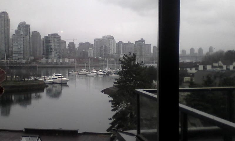 Luxury Condo, False Creek on Seawall: WATER VIEWS!