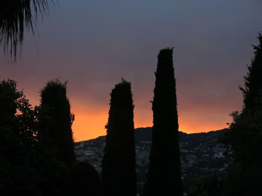 Dusk,Outdoors,Sky,Sunlight,Sunrise