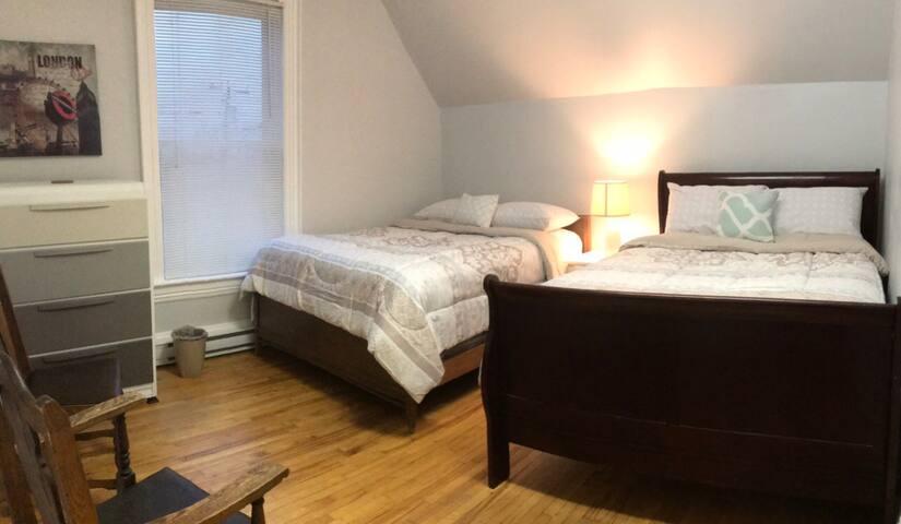 2 Double beds, 1 Block to Main St. & Avenir Centre