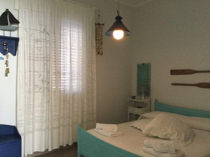 Confortevole stanza in villa vicina al mare con bagno privato