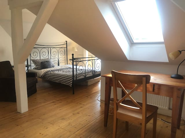Charming double-room near City Centre/Royal Garden