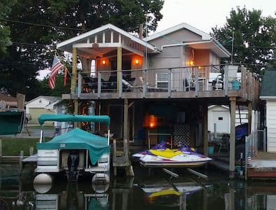 Key West Style Boathouse on Channel - Lakeview