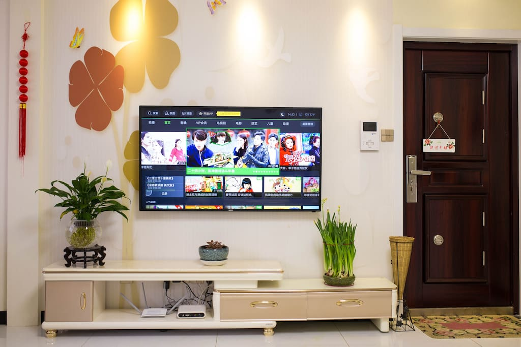 客厅电视墙,55寸高清智能电视,高速wifi