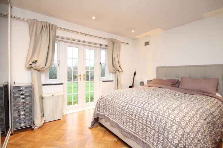 Pretty, modern, Annexe in 3 acres of countryside