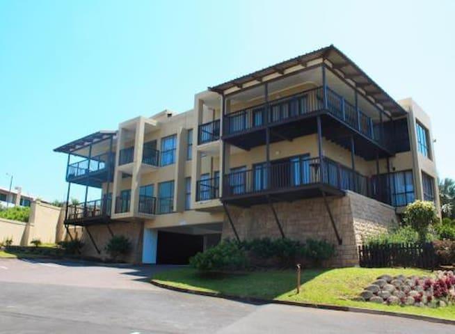Sheffield Beach, Spacious Penthouse apartment - Dolphin Coast - Lejlighed