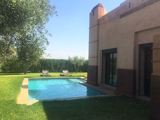 Cosy villa near Marrakech w/pool - Ouled Hassoune - Casa de camp