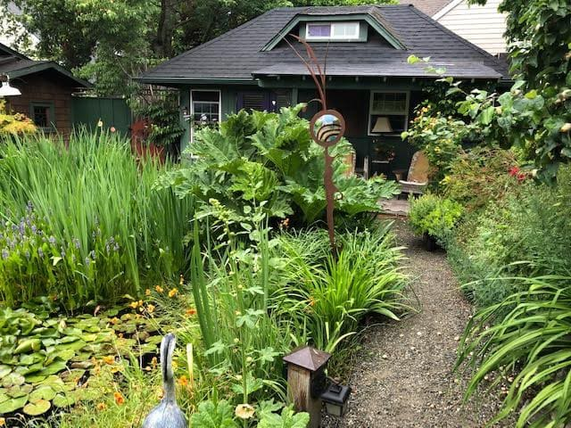 Lovely Bainbridge Island Pond Side Cottage