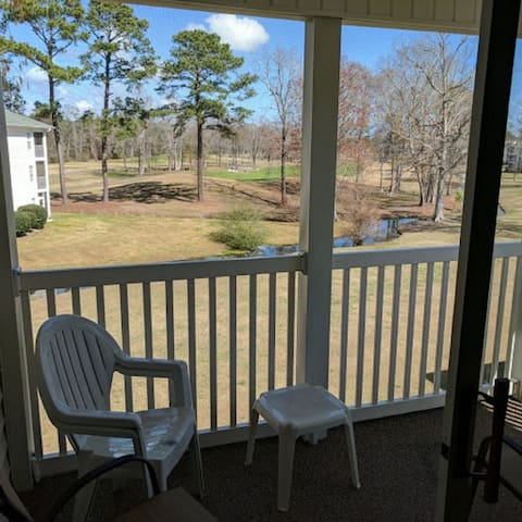 Beautiful Golf course view condo!