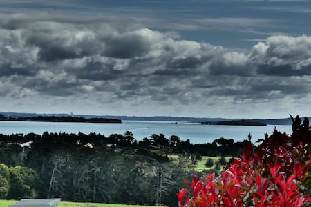 Comfortable 3 bedroom home with views to Rangitoto