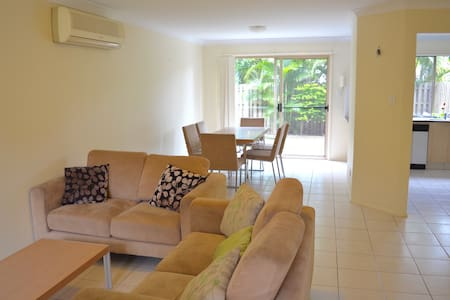 Room rent in a beautiful townhouse - Haus