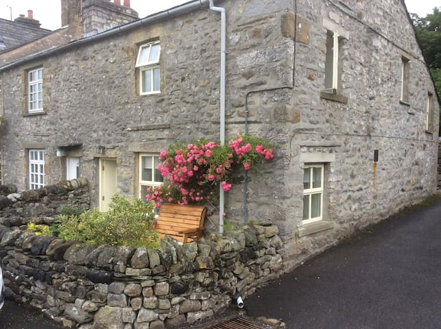 Cosy Yorkshire Dale's cottage
