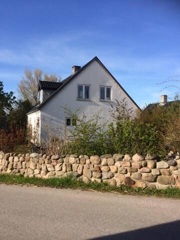 Romantisk landhus . I smukke Nordsjælland .
