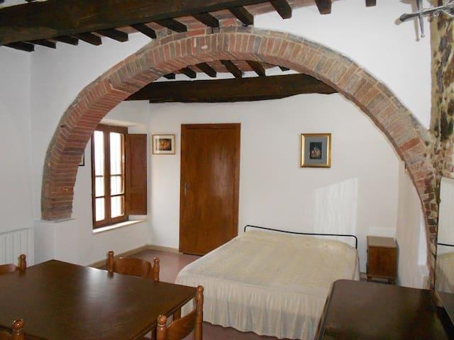 Characteristic studio apartment 20 min to the sea - Giuncarico - Daire