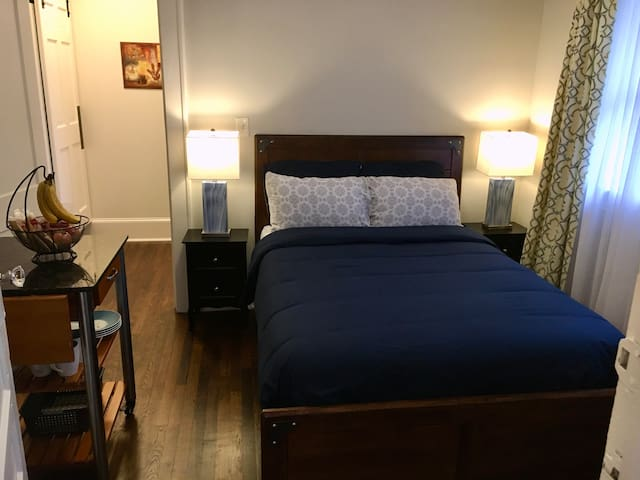 Private Bedroom in Downtown East Point