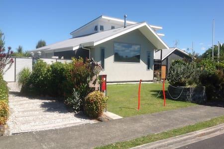 The Beach Bling House at Waihi Beach. Private Room - Waihi Beach - Maison
