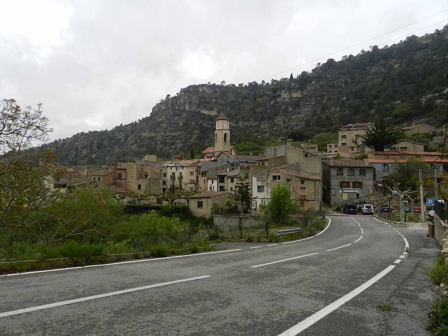 The village of Arbolí, seen from the main access road