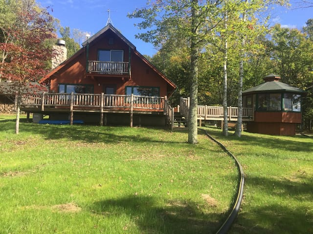 Gorgeous Lake Gogebic Home