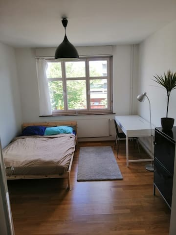 2 person bedroom 15 minutes from Basel city center