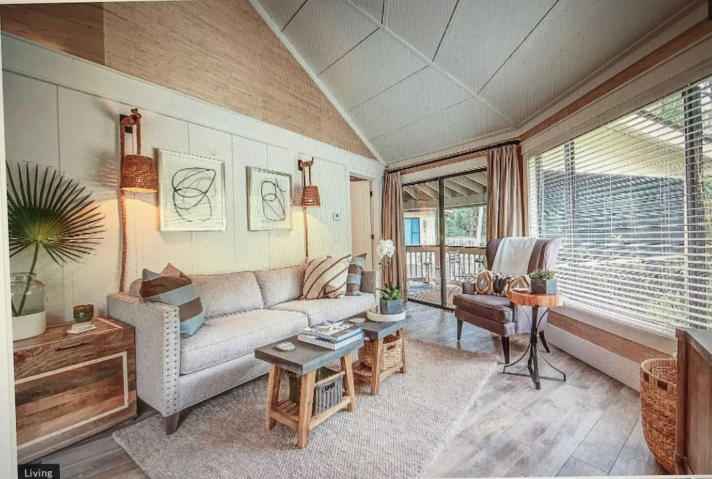 SERENE LIVING AREA WITH SCREENED PORCH OFF LIVING ROOM