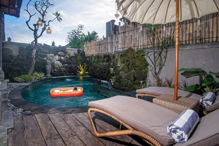 #1Balinese Villa w/ Kitchenette and a Private Pool