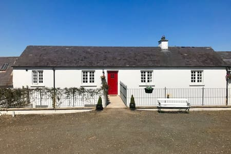 Kingsmills Cottages - Nuala's Neuk