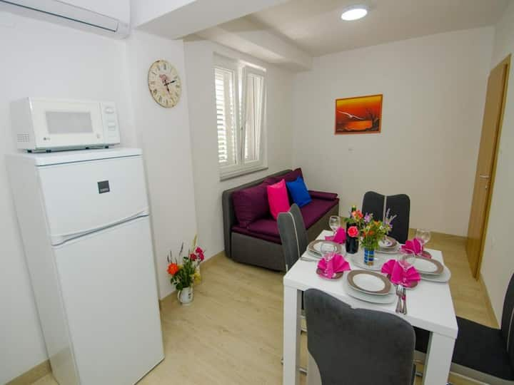 Apartments Vesela - Premium One Bedroom Apartment with Terrace and Partial Sea View