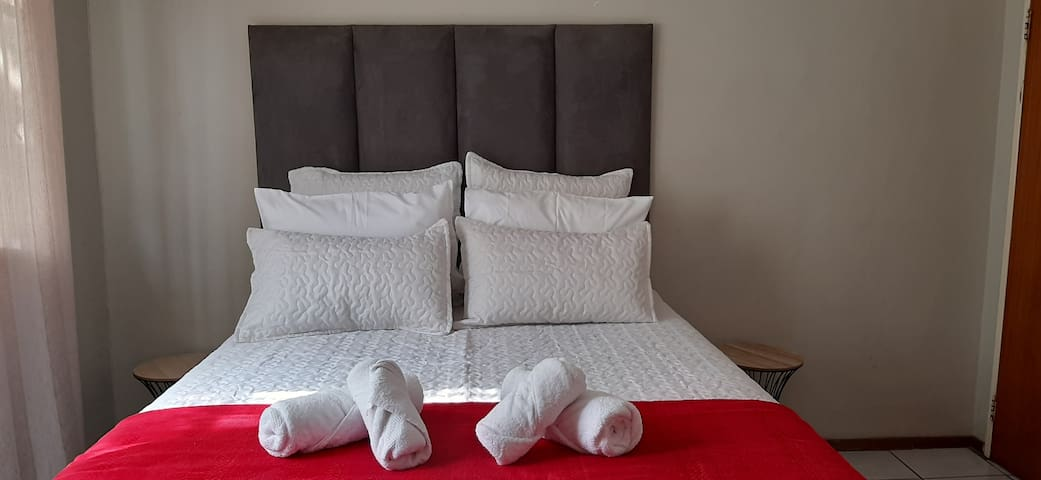 Cozy Gem in Turffontein Bedroom 2