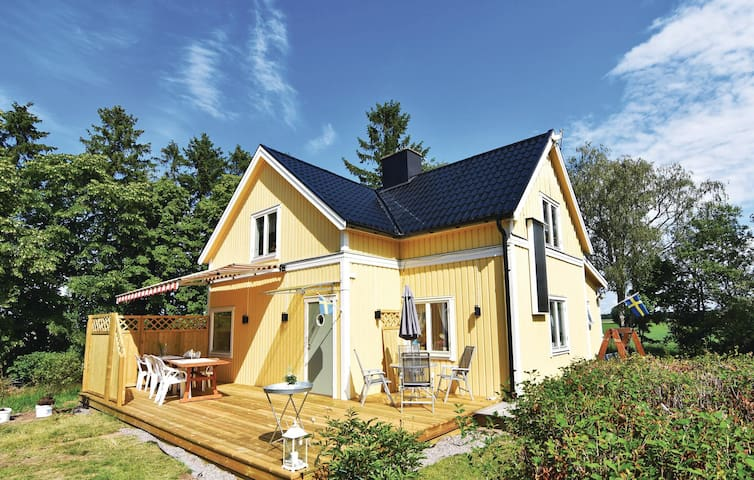 Holiday cottage with 4 bedrooms on 100 m² in Kvänum
