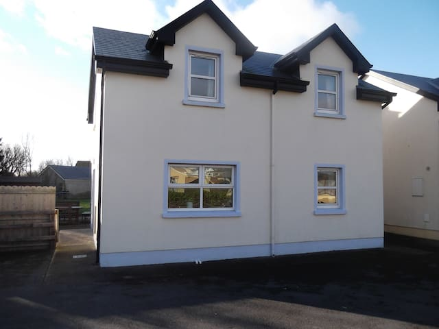 Beautiful 4 bedroomed house in Lahinch