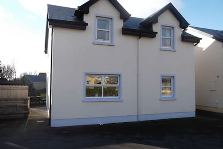 Beautiful 4 bedroomed house in Lahinch - Lahinch - Casa