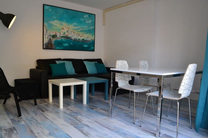 101.60_2 bedrooms apartment located 50m from the beach