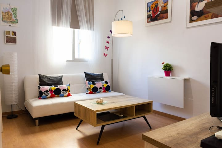 COZY FLAT IN CHUECA. BEST LOCATION