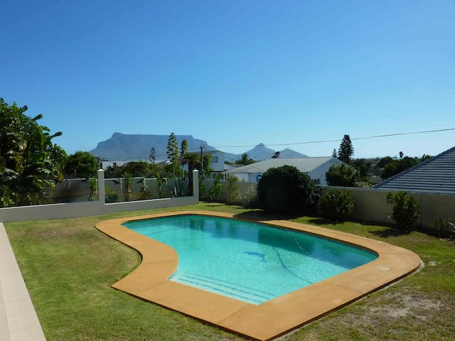 Single Room with Guest Kitchen Terrace and Pool - Cape Town - Ev
