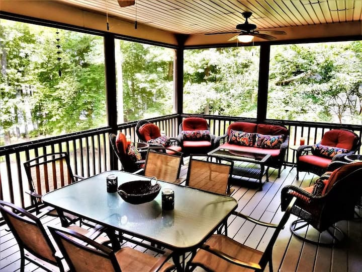 Simply Irresistible | Cozy Waterfront Cottage near Eatons Ferry Bridge!