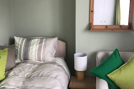 Clean single bedroom 2 minutes from Stockwell Tube