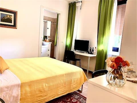 Garden of Venice yellow room comfort