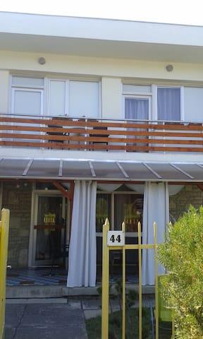 Ház, Balatonkenese