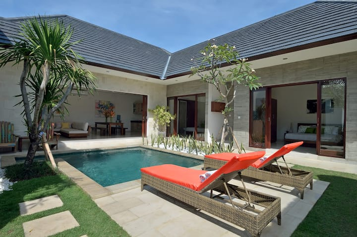 Sanur-Spacious Villa with private garden & Gazebo