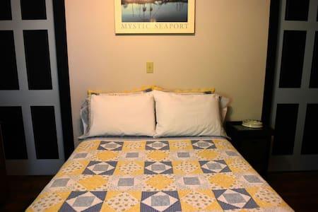 Room & 1 bed for 2 Near Mohegan Sun - Norwich